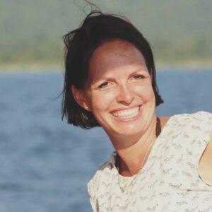 Vorstellungsbild von lächelnder Geschäftsführerin und Inhaberin von Simtis Reisen weltweit, Meret Deeg