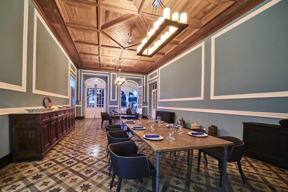 Reise in Sao Tome und Principe in Afrika. Eine Innenaufnahme des Roca Sundy Hotel in Principe zeigt das Restaurant.