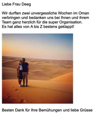 """E-Mail von Reise in Oman von zufriedenen Simtis Kunden. Foto von einem Pärchen in der Wüste mit dem Text """"Es hat alles von A bis Z bestens geklappt."""""""