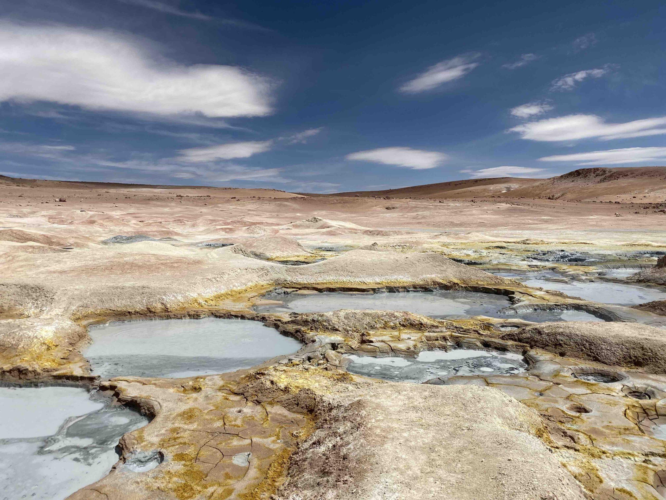 Reise in Bolivien in Südamerika. Naturbild vom Geysirfeld Sol de Manana im Altiplano Hochland.