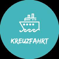 """Illustration mit Kreuzfahrtschiff vor blauem Hintergrund mit Text """"Kreuzfahrt"""" für Pauschalreisen mit Simtis."""