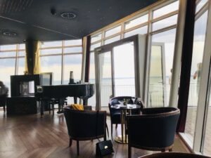 """Reise in der Schweiz in Europa. Von der nautisch eingerichteten Bar des Wellnesshotels """"Bad Horn"""" hat man eine weite Sicht über den Bodensee."""