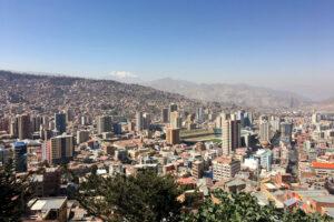 Sicht auf die Stadt La Paz, eingebettet im Tal