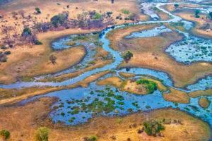 Luftaufnahme von Flusslandschaft im Okavango Delta